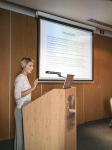 """Ivona Mladina, psihologinja Udruge """"Vida"""" i programska suradnica, prezentirala je rezultate projekta """"Puzzle"""""""